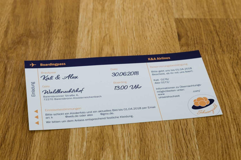 Hochzeitseinladung Ticketdesign Dunkelblau und Apricot Einleger Termindetails