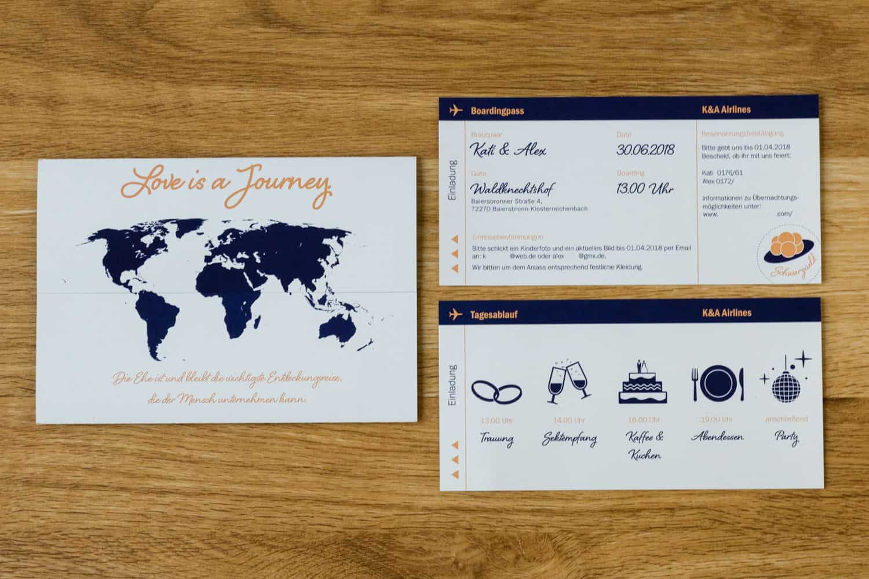 """Hochzeitseinladung Thema """"Love is a Journey"""" im Ticketdesign Dunkelblau und Apricot"""